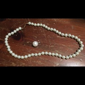 Jewelry - Pearl necklace and pearl pendant